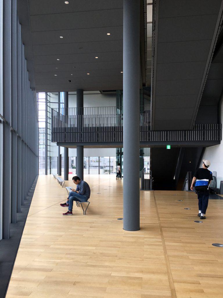 富山県美術館 ホワイエ