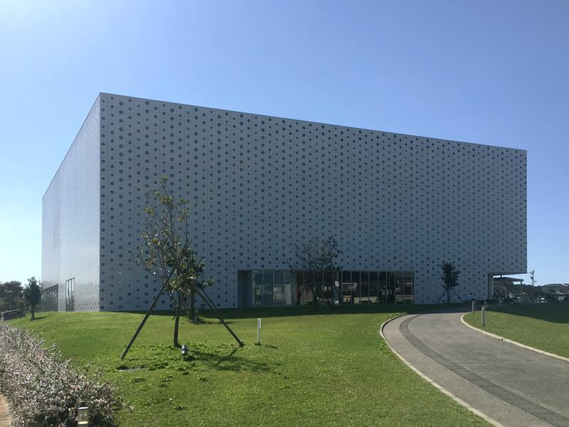 金沢海みらい図書館 外観