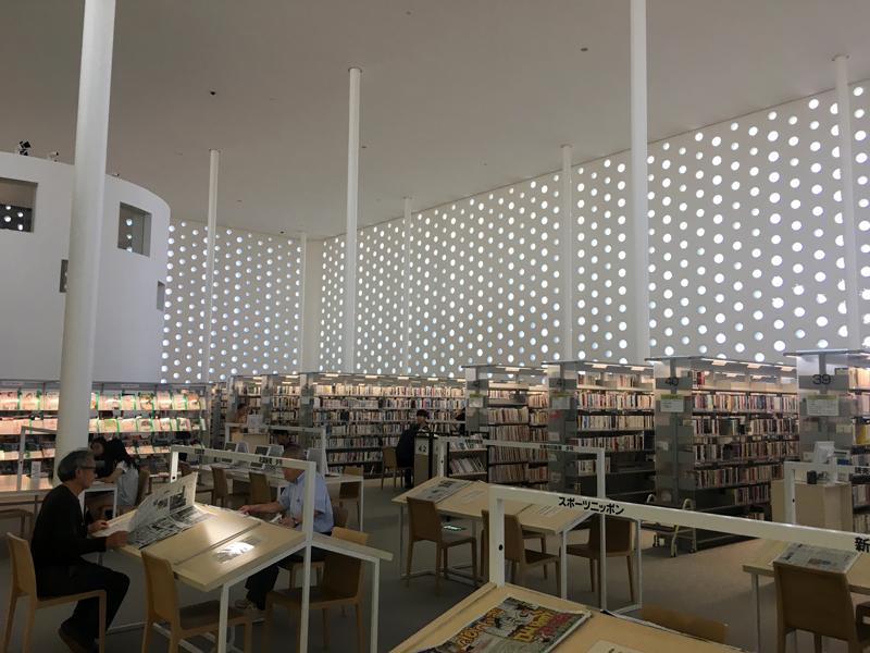 金沢海みらい図書館 2F